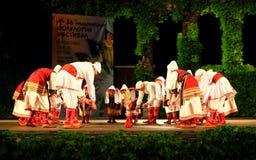 Macedońska taniec grupa przy Varna lata Theatre sceną Bułgaria zdjęcia stock