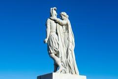 Macedon和他的母亲奥林匹亚雕象的亚历山大 免版税库存照片