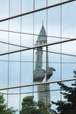 Macedonië, Skopje, Bezinning van een Minaret royalty-vrije stock foto