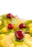 Macedonia con la ciliegia Alimento biologico Fotografie Stock Libere da Diritti