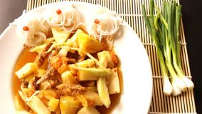 Macedonia deliziosa mista con il vetgee della cipolla Fotografia Stock