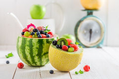 Macedonia di frutta saporita in anguria e melone nel giorno di estate Fotografie Stock Libere da Diritti