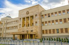 Macedonian parlament i Skopje, Makedonien royaltyfria bilder