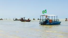 Maceio, Brasilien - September, 05 2017 Brasilianische Küste mit severa Lizenzfreie Stockbilder