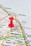 Macerata που καρφώνεται σε έναν χάρτη της Ιταλίας στοκ εικόνα με δικαίωμα ελεύθερης χρήσης