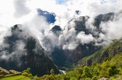 MACH PICCHU, CUSCO region, PERU CZERWIEC 4, 2013: Panoramiczny widok Machu Picchu góry od Huayna Picchu Fotografia Stock