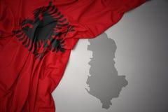 Machać kolorową flaga państowowa i mapę Albania ilustracja wektor