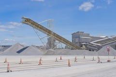 Machacamiento de la mina de la planta y de la piedra caliza fotografía de archivo libre de regalías