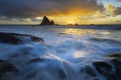 Machacamiento de marea y de Senset en la playa de Martin foto de archivo libre de regalías