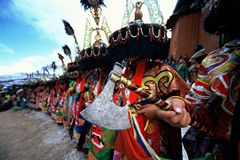 MACHADO à disposicão no ritual religioso tibetano fotografia de stock