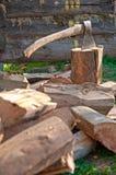 Machado velho com madeira fotografia de stock