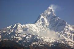 Machapuchare - majestueuze bergpiek in Himalayagebergte. Stock Afbeelding