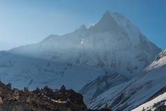 Machapuchre lub rybiego ogonu halny szczyt przy Annapurna podstawowym obozem, P Zdjęcia Royalty Free