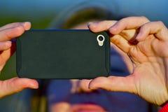 Machen der Fotos durch Mobiltelefon Stockbilder
