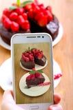 Machen des Fotos eines Kuchens Stockbild
