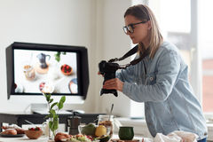 Machen des Fotos des gesunden Frühstücks Stockfotografie