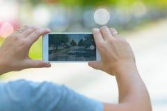 Machen des Fotos mit Smartphone stockfoto