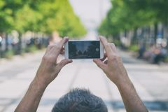 Machen des Fotos mit Smartphone lizenzfreies stockfoto