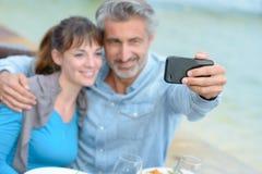 Machen des Fotos unter Verwendung des Handys Stockbilder