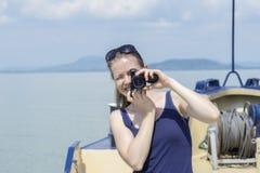 Machen eines Fotos auf einem Boot Lizenzfreies Stockfoto