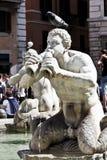 Machen Sie Brunnen in Rom fest Lizenzfreies Stockfoto
