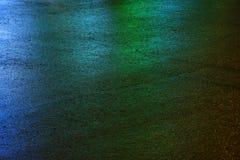 Machen Sie farbigen Asphalt nass Abbildung kann als Hintergrund benutzt werden Stockfotos