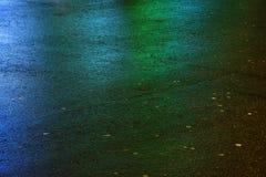 Machen Sie farbigen Asphalt nass Abbildung kann als Hintergrund benutzt werden Lizenzfreie Stockfotografie