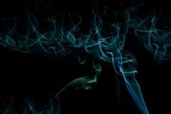 Machen Sie farbigen Rauch mit spezieller Beleuchtung glatt Lizenzfreie Stockfotos