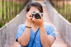 Machen Sie Foto auf der Brücke lizenzfreies stockbild