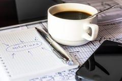 Machen Sie Lösungen eines Geschäfts, Arbeit im Büro Stockfoto