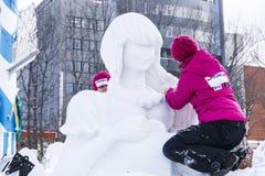 Machen Sie Schneeskulptur Lizenzfreie Stockfotos