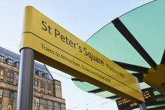 Machester, UK - 10 2017 Maj: Świętego Peter ` s kwadrata Tramwajowa przerwa Na metro sieci Zdjęcia Stock