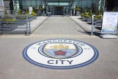 Machester, UK - 4 2017 Maj: Świetlicowa odznaka Na zewnątrz Machester miasta stadionu futbolowego Obrazy Royalty Free