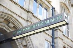 Machester, UK - 4 2017 Maj: Szyldowy Na zewnątrz Machester Muzealnego budynku Fotografia Stock