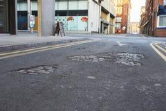 Machester, UK - 10 2017 Maj: Zamyka Up wyboje W City Road powierzchni Zdjęcie Royalty Free