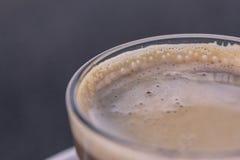 Machiato del café express - macro del café de la leche Imágenes de archivo libres de regalías