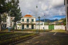 Machico nära flygplats i madeiran, Portugal arkivfoton