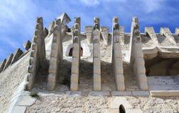 Machicolations del castillo Foto de archivo libre de regalías