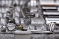 Machinalne części skupiali się na metal śrubach trzyma metali talerze Obraz Royalty Free