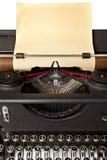 Machine à écrire avec le vieux papier image stock
