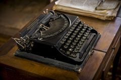 Machine à écrire de bureau de vintage images stock