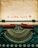 Machine à écrire de vintage avec le papier sale texturisé Je t'aime Photographie stock
