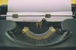 Machine à écrire de vintage avec un texte Photographie stock libre de droits