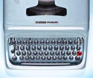 Machine à écrire de vintage dans le bleu photos libres de droits