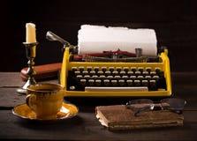 Machine à écrire de vintage et tasse de café Photo libre de droits
