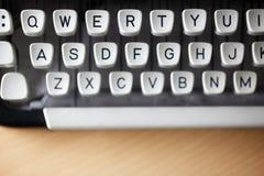 Machine à écrire sur le bureau Image stock