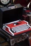 Machine à écrire sur le marché aux puces Images libres de droits