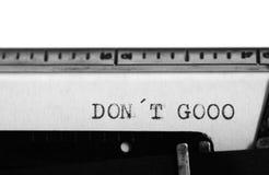 Machine à écrire Texte de dactylographie : gooo de donÂ't Photographie stock libre de droits