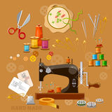Machine à coudre d'ouvrière couturière et de tailleur Image stock