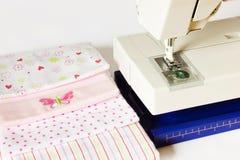 Machine à coudre et articles de couture Photo libre de droits